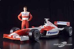 Mika Salo y el Toyota Formula 1 TF102 2001