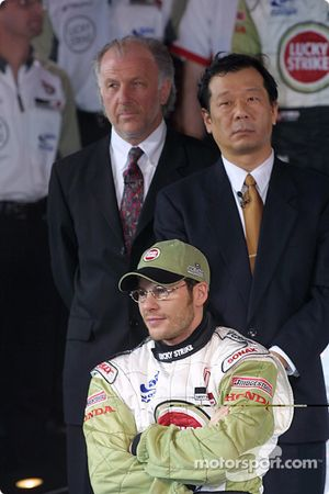 Jacques Villeneuve avec David Richards et Toru Ogawa