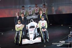 Jacques Villeneuve and Olivier Panis with David Richards, Toru Ogawa and Malcolm Oastler