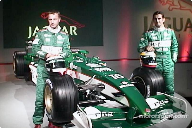 Eddie Irvine et Pedro de la Rosa avec la nouvelle Jaguar R3