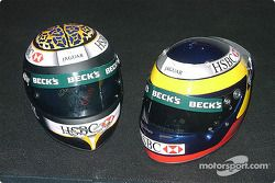 Los cascos de Eddie Irvine y Pedro de la Rosa