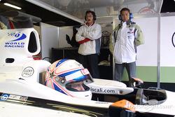 Ryo Fukuda y Anthony Davidson en el auto