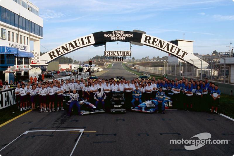 Williams et Benetton fêtent le sixième titre mondial de Renault : Jacques Villeneuve, Heinz-Harald Frentzen, Gerhard Berger et Jean Alesi