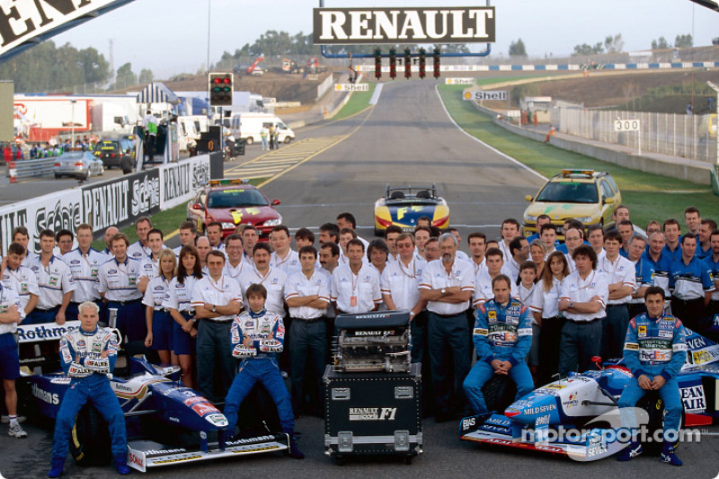 Gruppenfoto: Renault-Teams Williams und Benetton beim GP Europa 1997 in Jerez