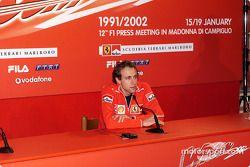 Conférence de presse avec Luca Badoer