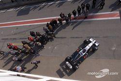 Alexander Wurz probando el nuevo West McLaren Mercedes MP4-17 por primera vez