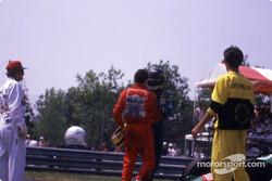 После гонки: Айртон Сенна и Тьерри Бутсен