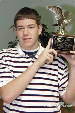 Matt Jester pose avec son Trophée WKA Eagle