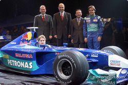 Peter Sauber, Nick Heidfeld y Felipe Massa presentando el nuevo Sauber Petronas C21