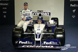 Ralf Schumacher y Juan Pablo Montoya con el nuevo WilliamsF1 BMW FW24 2002