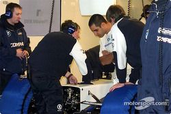 Juan Pablo Montoya checking the new 2002 WilliamsF1 BMW FW24