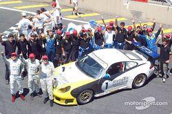 La Porsche 911 GT3 du Stuttgart Motorsport, pilotée par Raul Boesel, Flavio Trindade et Regis Schuch, a remporté la 30e édition des 1000 Miles du Brésil