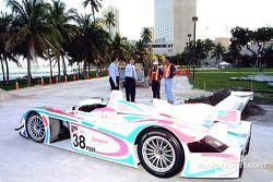 Raceworks, LLC, le président Peter Yanowitch et Willy Bermello discutent de la construction du circuit temporaire pour le Grand Prix des Amériques les 5-7 avril à Miami