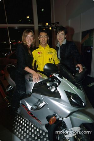Takuma Sato en charmante compagnie