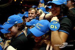 A la fête de Tommi, chaque jeune femme représente une de ses victoires en WRC
