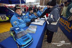 Tommi Makinen, Kaj Lindstrom, Petter Solberg y Phil Mills en una sesión de autógrafos en Suecia