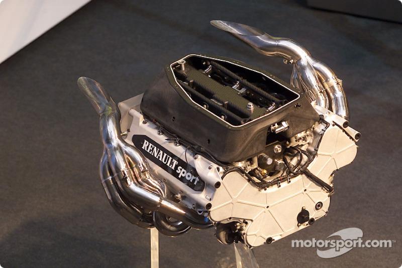 Однако зимой расстановка сил значительно изменилась. Босс Benetton Флавио Бриаторе смог заполучить лучшие моторы того времени – Renault, которые прежде были сильным козырем Williams.
