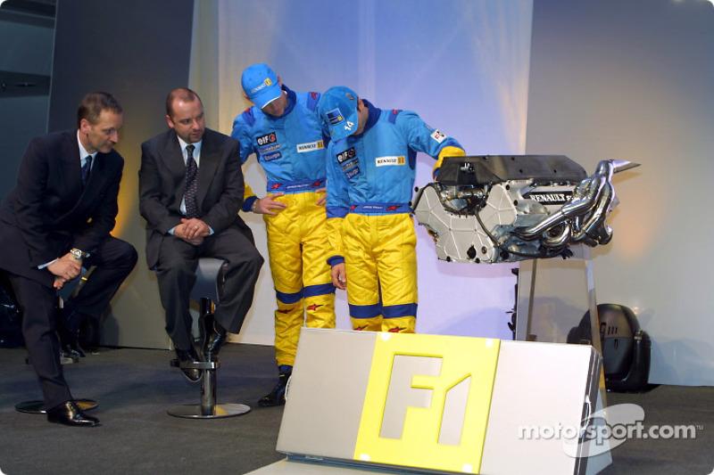 Jenson Button y Jarno Trulli checando el motor