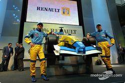 Jarno Trulli et Jenson Button avec la nouvelle Renault F1 R202 de la saison 2002