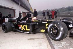 Alex Yoong en el nuevo Minardi Asiatech PS02