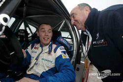 Ричард Бернс со спортивным директором Peugeot Жаном-Пьером Николе