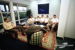 Bruno Michel et Flavio Briatore avec les jeunes pilotes