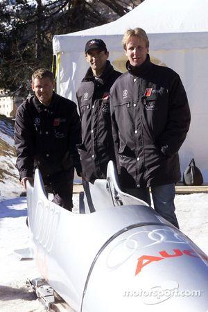 Los ganadores de Le Mans Tom Kristensen, Emanuele Pirro y Frank Biela se atrevieron a montar el bobs