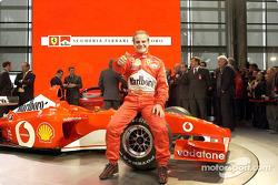 Rubens Barrichello con el nuevo Ferrari F2002