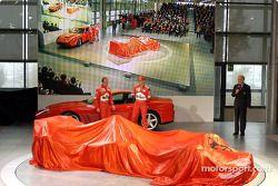 Rubens Barrichello y Michael Schumacher a punto de presentar el nuevo Ferrari F2002
