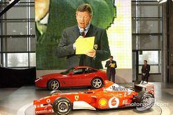 Ross Brawn presentando el nuevo Ferrari F2002