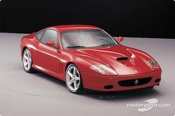 El nuevo Ferrari 575M Maranello también fue presentado durante el evento de lanzamiento del F2002