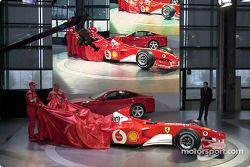 Михаэль Шумахер и Рубенс Баррикелло представляют Ferrari F2002