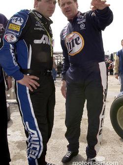 Los compañeros de equipo Rusty Wallace y Ryan Newman