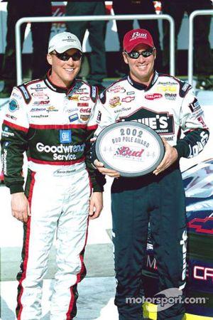 Kevin Harvick y el ganador del premio Bud de la Pole para las Daytona 500 2002, Jimmie Johnson