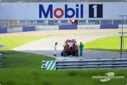 Heinz-Harald Frentzen en problemas en la pista