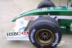 Jaguar R3 front end