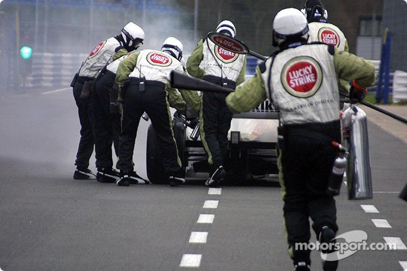 Jacques Villeneuve in trouble on pitlane