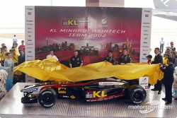 Alex Young, Mark Webber y Paul Stoddart presentando el nuevo Minardi Asiatech PS02