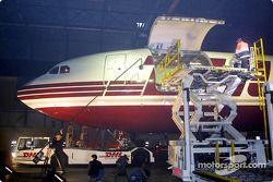 La nouvelle Jordan Honda EJ12 arrive au hangar DHL de l'aéroport de Bruxelles