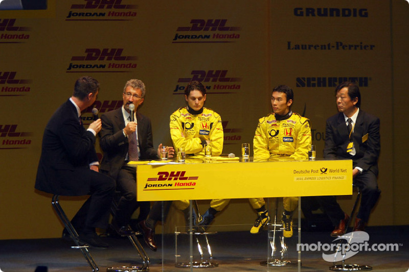 Questions ve answers ve Eddie Jordan, Giancarlo Fisichella ve Takuma Sato