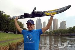 Felipe Massa fait du ski nautique à Melbourne