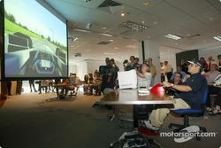 Journée Compaq: Juan Pablo Montoya dans un simulateur