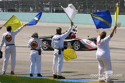 Jeff Tillman et Curtis François (Archangel Motorsport) ont effectué deux tours d'honneur en mémoire de leur coéquipier Jeff Clinton avant le départ du GP IRL de Miami