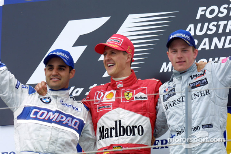 El podio: el gandor de la carrera, Michael Schumacher, con Juan Pablo Montoya y Kimi Raikkonen