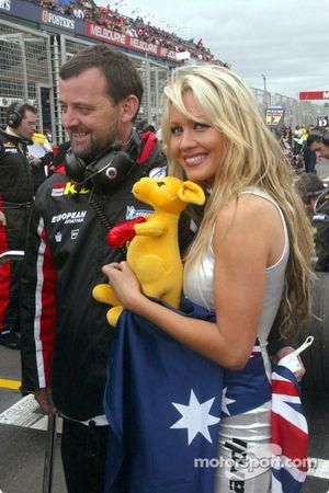 Paul Stoddart, Minardi, Teamchef, mit Sarah Jane, Model