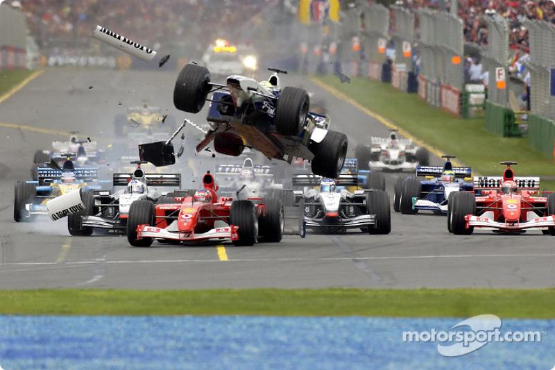 El accidente de la primera curva entre Rubens Barrichello y Ralf Schumacher