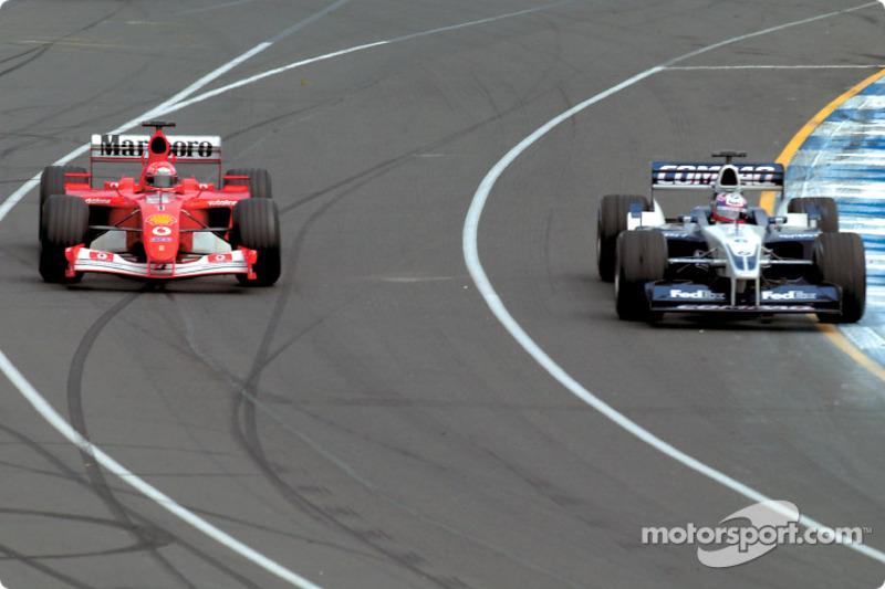 ... in Runde 17 in Kurve 2 außen am Williams-Piloten vorbeizieht
