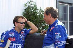 Le chef d'équipe Frankie Stoddard et Jimmy Fenning