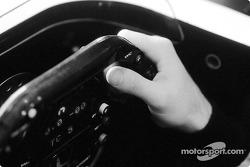 Mains sur le volant