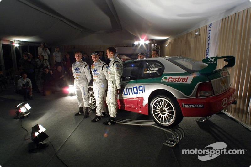 Freddy Loix, Tomasz Kuchar y Armin Schwarz presentando el nuevo Hyundai Accent WRC3